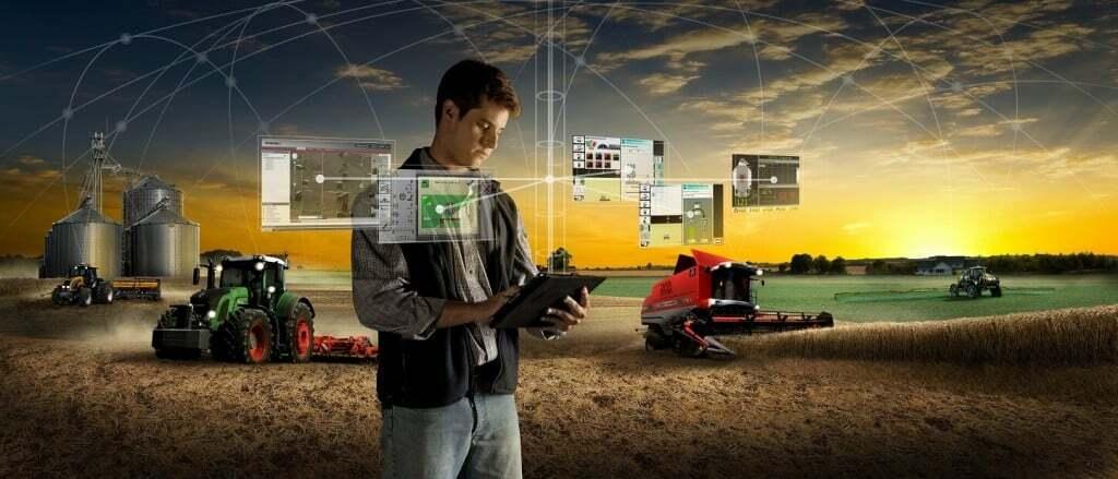 Homem com tablet gerenciando agricultura de precisão