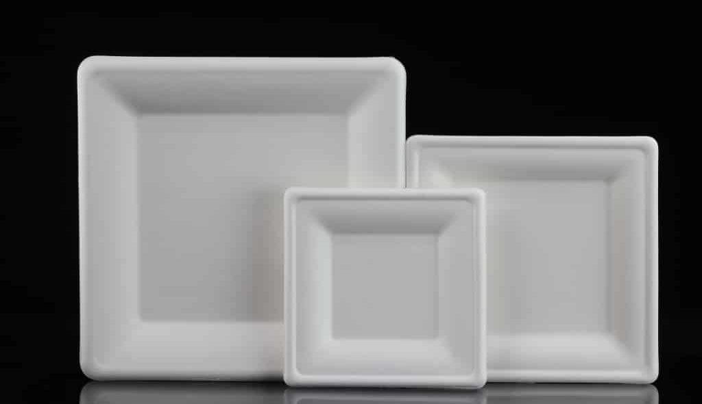 pratos quadrados produzidos com bagaço de cana