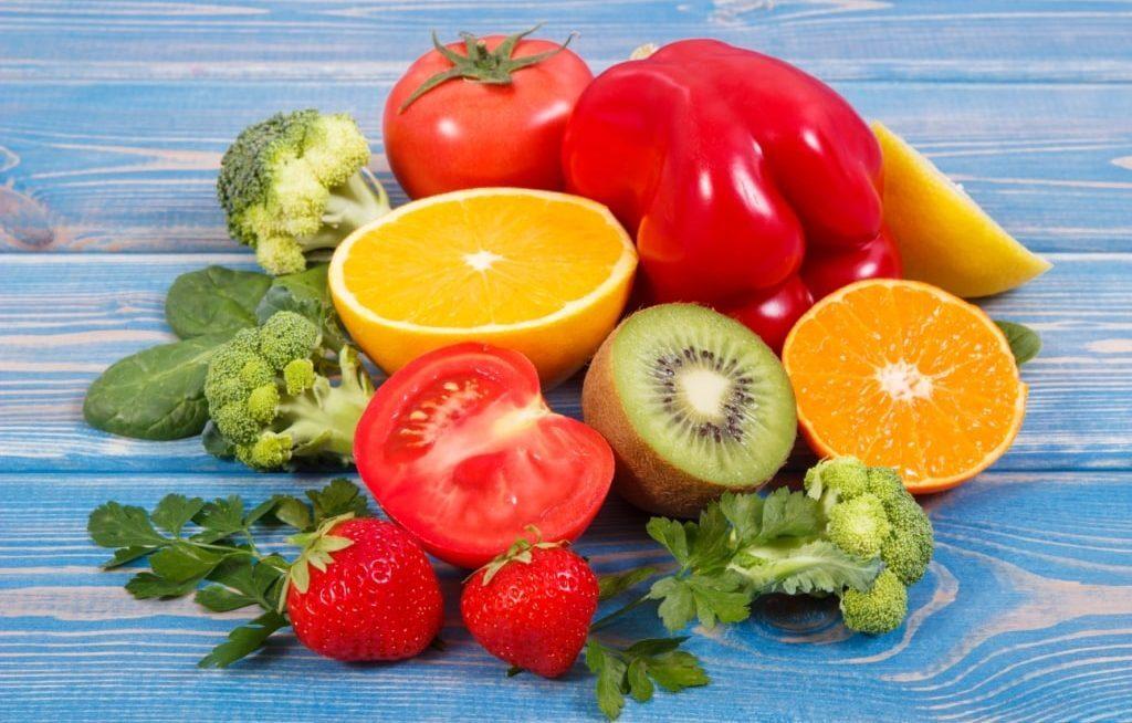 Vários alimentos ricos em vitamina C