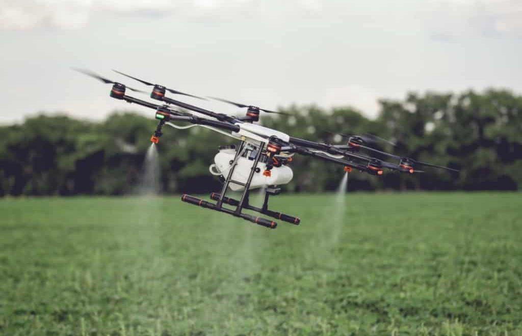Uso de drones na pulverização de lavouras será regulamentado