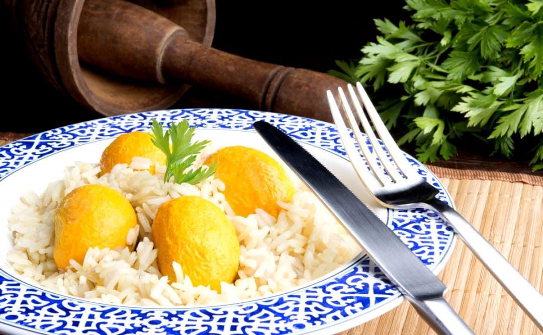 Prato de arroz com pequi