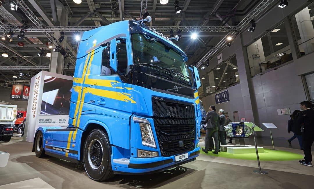Caminhão Volvo FH 540 em exposição