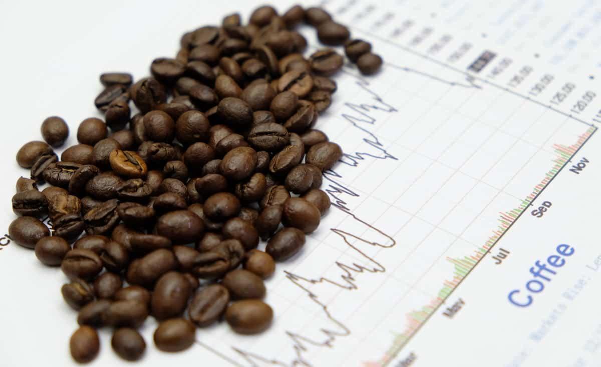 Ilustração de mercado da bolsa com grãos de café.