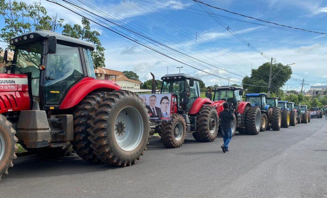 Manifestação de agricultores com tratoraço