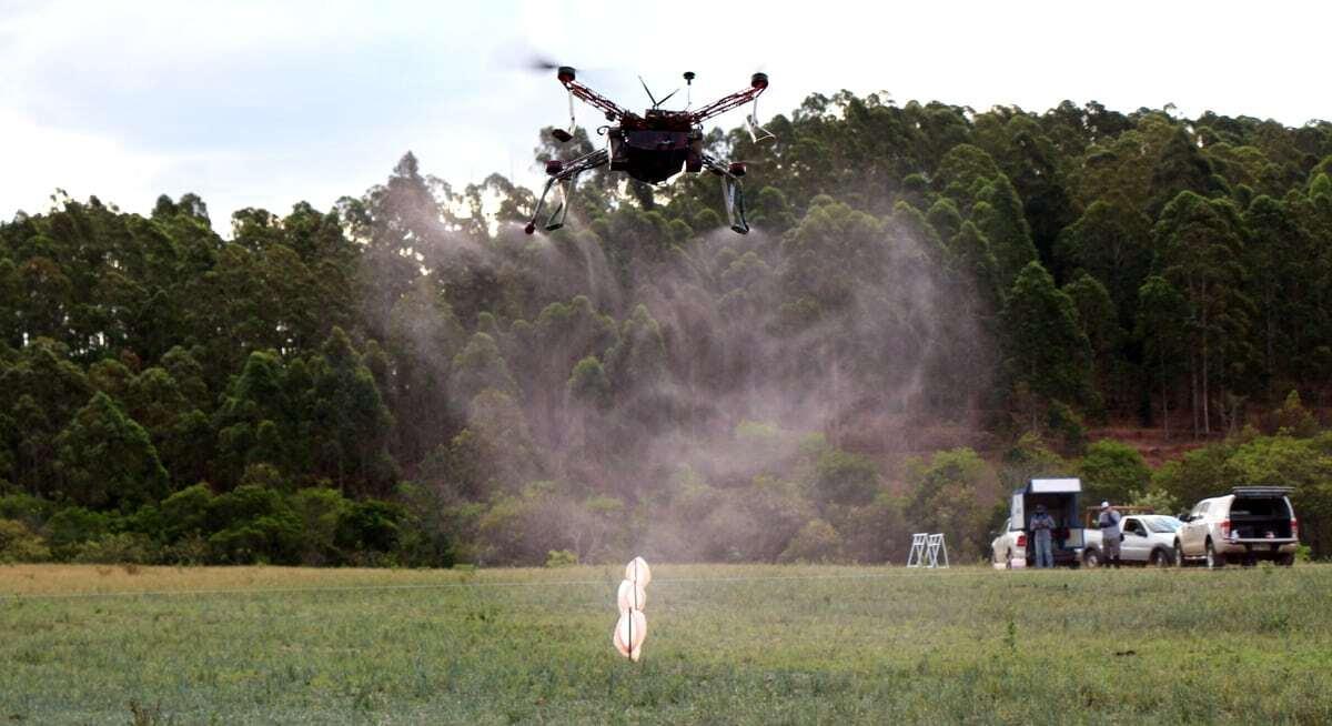 Drone realizando pulverização