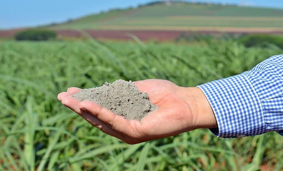 Uso do pó de rocha na agricultura