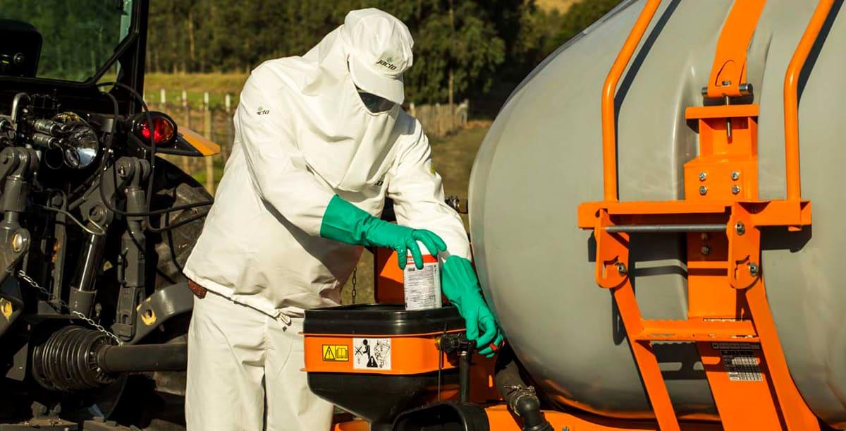 Preparação para pulverização com defensivos agrícolas para prevenção de acidentes
