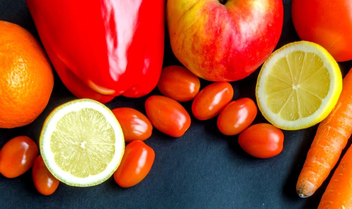 Tomate sweet grape e frutas com vitamina C