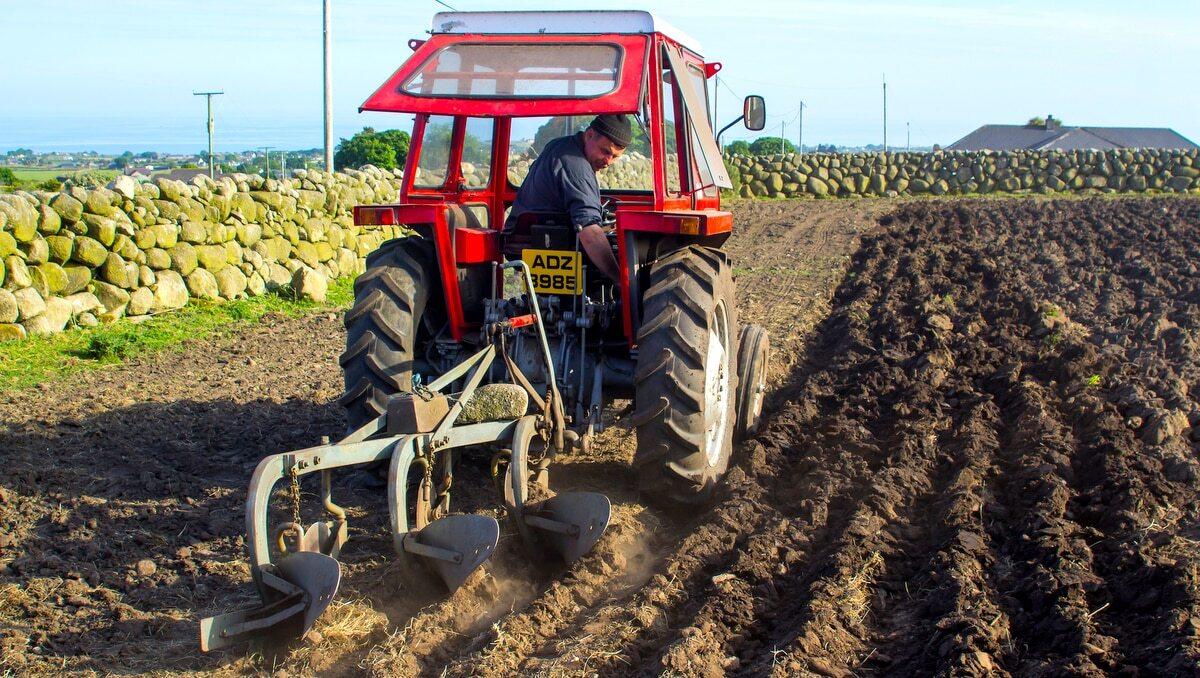Tipos de tratores pequenos na agricultura